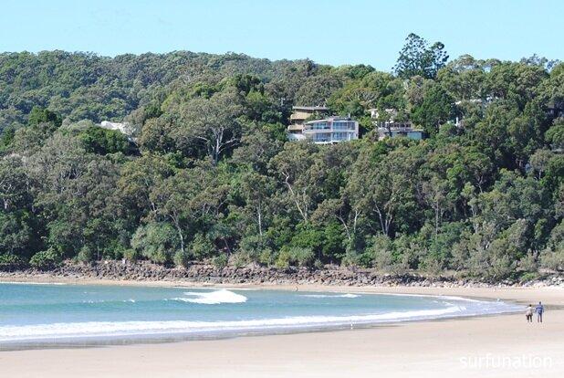 Noosa Main Beach mini wave